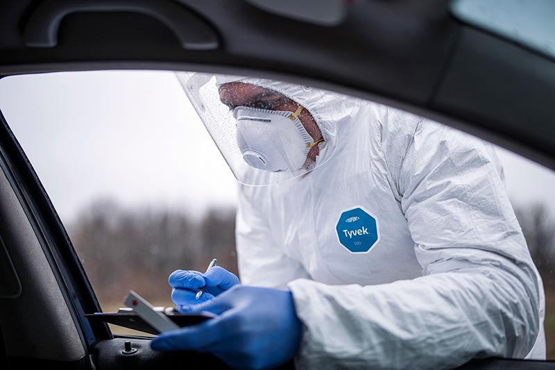 DuPont, Sağlık Çalışanlarına Koruyucu Giysi Bağışladı