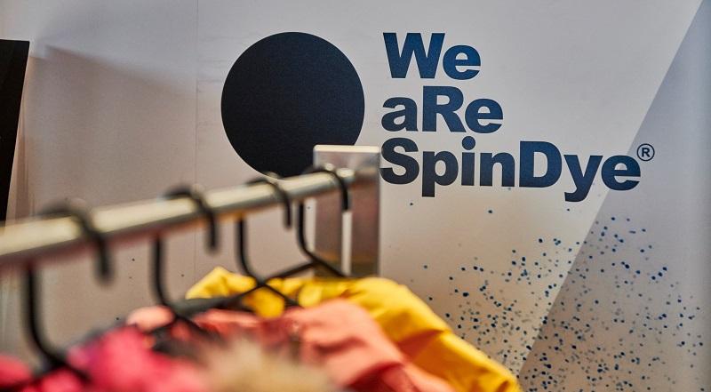 H&M Yeni Koleksiyonunu We aRe SpinDye İşlemiyle Boyadı